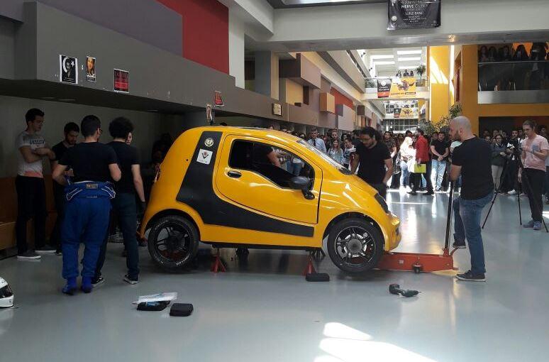 FutureTech Ekibi 3 Dakikada Elektrikli Araba Montajı Gerçekleştirdi!